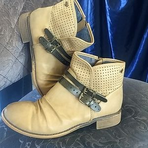 Shoes - Roxy boots